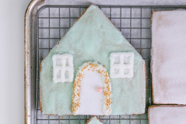 Gingerbread House Panel With Piped Window and Door | Erin Gardner | Erin Bakes